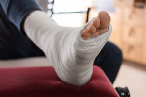 How to avoid the most common moving injuries - a metatarsal bone fracture