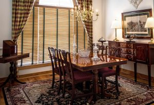 A dining room with a rug